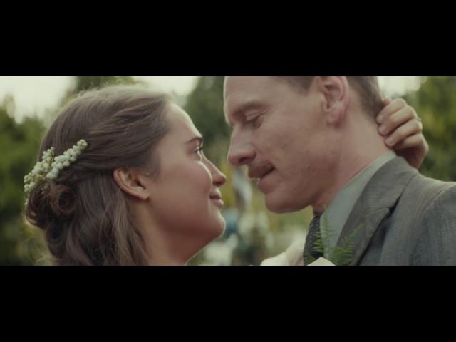 ファスベンダー&ヴィキャンデルが夫婦役…映画『光をくれた人』予告編