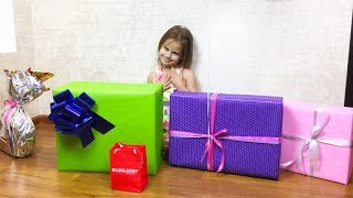 Что подарили Алине на День Рождения Алина показывает подарки ВЛОГ