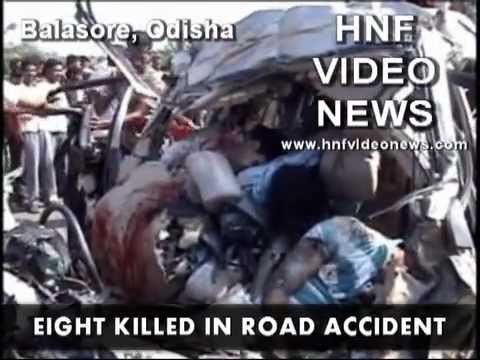 Eight tourists died in road mishap near Orissa