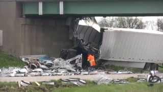 Fatal semi wreck blocks westbound I-64