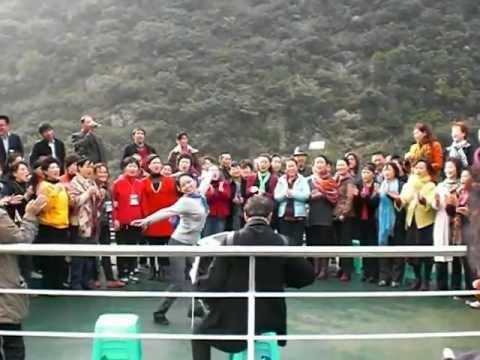 Yangtze River China, Chinese choir on the boat 3