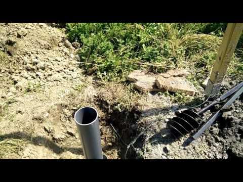 Forage d'un puits à la tarière manuelle