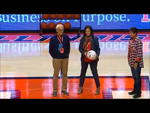 Illini WBB honors coach Steve Douglas