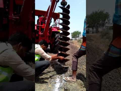 Tractor drill machine Hai Yeh Zameen main hall kar deti hai