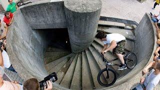 Urban Velo Enduro. Крутые трюки на велосипеде.(Парень ездит по городу и выполняет крутые трюки на велосипеде которые захватують дух. Boy rides around the city and perform..., 2016-04-25T18:18:55.000Z)