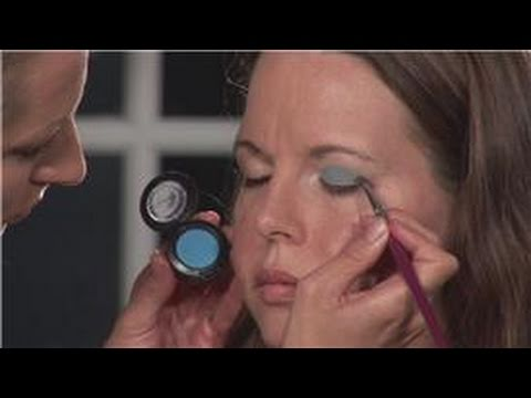 Eyeshadow: How to Apply Blue Eye Shadow