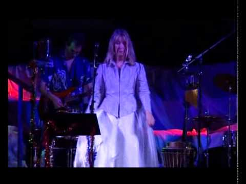 Maddy Prior & The Carnival Band - Boar's Head (Live)