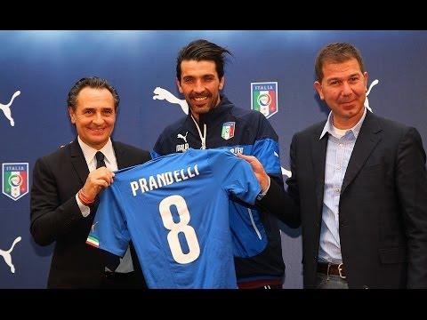 La nuova Maglia Azzurra dell'Italia per la Coppa del Mondo 2014