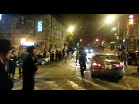 Kikar Shabbos protest3 (Media Resource Group)