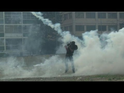 Chavez day marked by clashes in Caracas