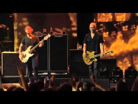Foo Fighters 'Walk' Live From iTunes Festival