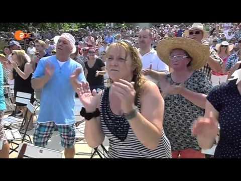 Les Humphries Singers ZDF Fernsehgarten Julli 2015