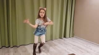 Танец на песню Despacito... и интригующее начало )))