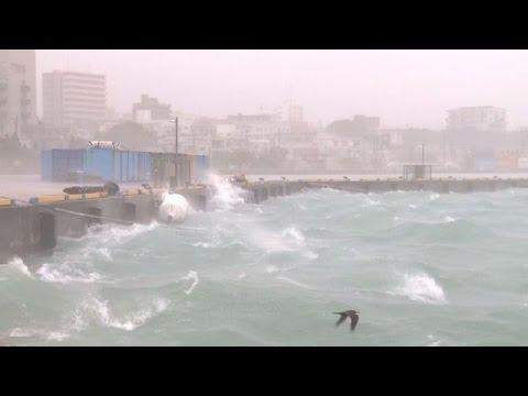 "Un ""super tifón"" azota Japón"