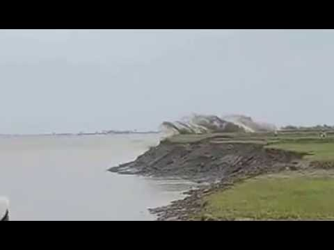 Tsunami alike Massive Flash Flood triggers Tidal bore Waves in Sittaung River in Myanmar.