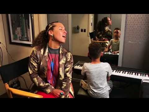 Alicia Keys Sings 'Lean on Me' While Her Young Son Plays
