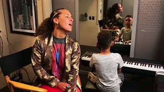 Download lagu Alicia Keys Sings Lean On Me With Her Talented Son MP3