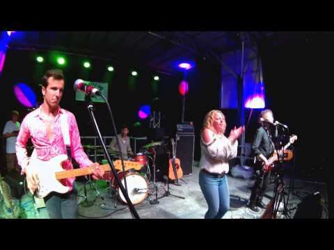 Amy Helm & The Handsome Strangers - Sky's Falling - I Cant Stand The Rain @ Apple Jam 8-22-2015