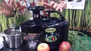 Making Juice with the Green Power KPE-1304 Twin Gear Juicer
