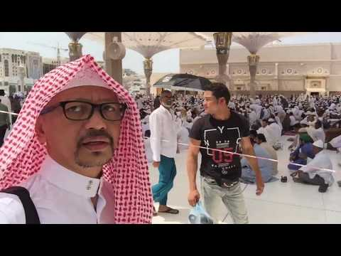 Belajar memakai Pakaian Tradisional Arab (thawb & Ghutra tanpa Igal) diajak ngomong Bahasa Arab.