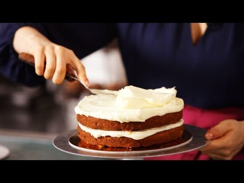 Icing a Cake with Cream Cheese Frosting | Cake Decorating
