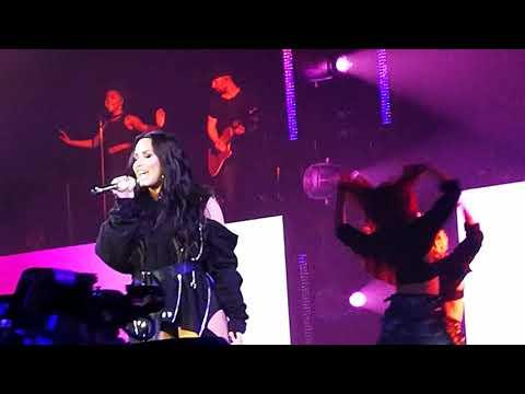 Demi Lovato - Echame La Culpa (AFAS Live, Amsterdam, June 18th)