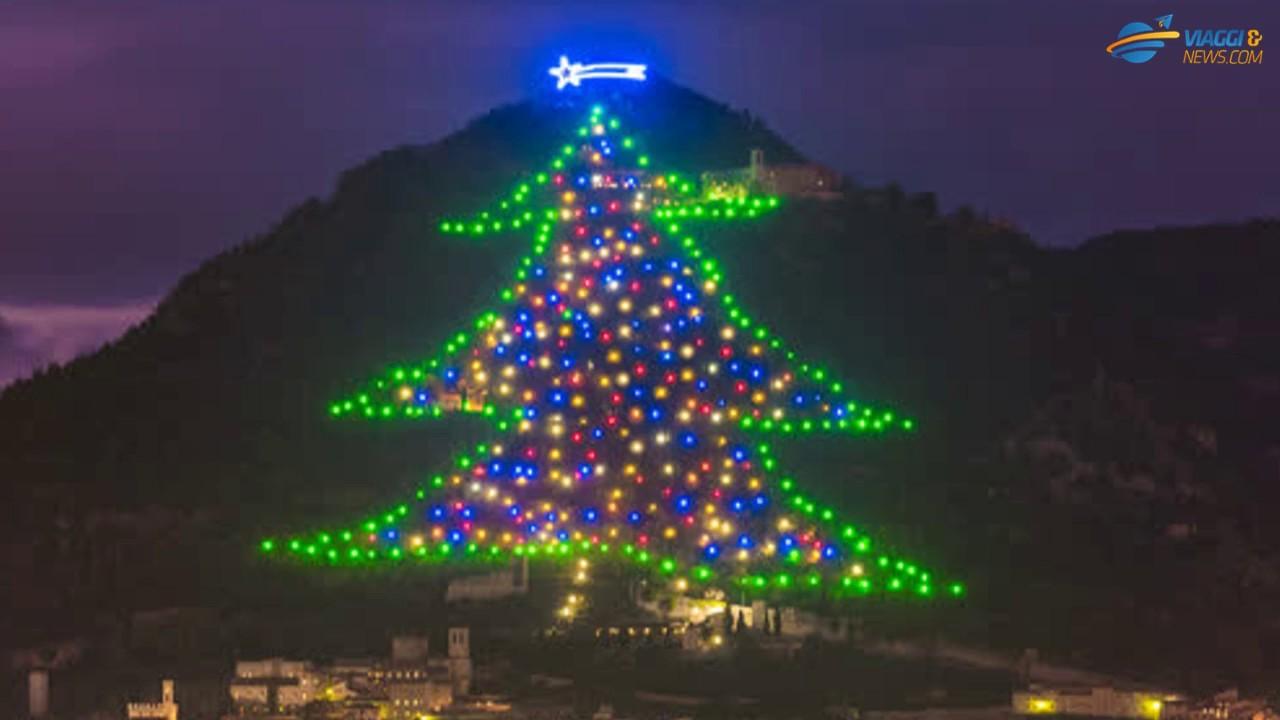 Albero Di Natale Gubbio.A Gubbio L Albero Di Natale Piu Grande Del Mondo 2018 Youtube