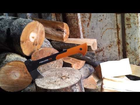 Fiskars X7 Hatchet Splitting Wood. Season 2013/14
