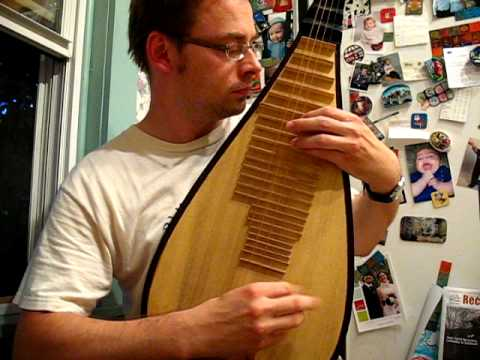 Chinese Pipa (4-stringed lute) demonstration
