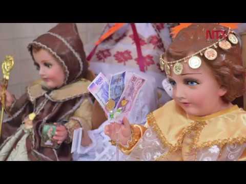 Vestidos De Niños Dios Adornan Día De La Candelaria