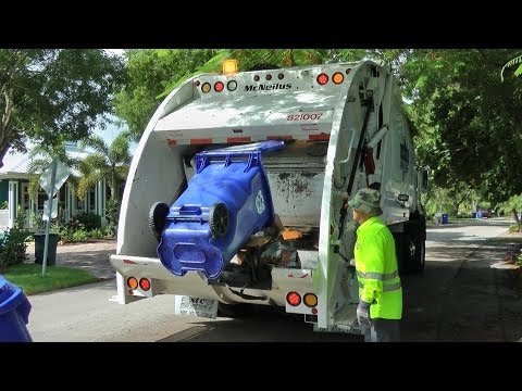 McNeilus Rear Loader: City of Naples