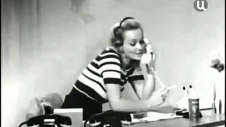 """Секретарша Верочка в спектакле """"Сослуживцы"""" (1973)."""