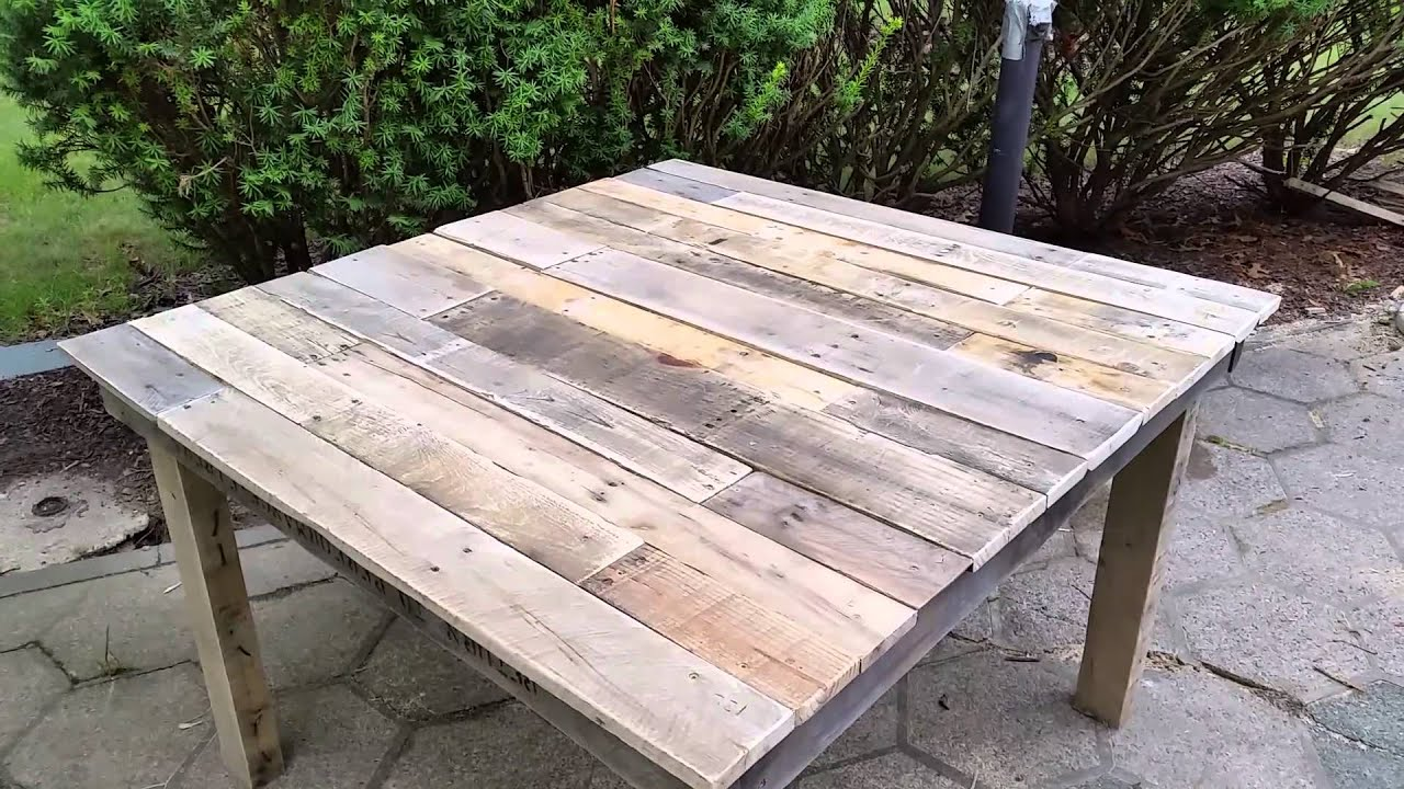 Diy pallet table 100 pallet wood table mesa de madera for How to make furniture out of wood pallets