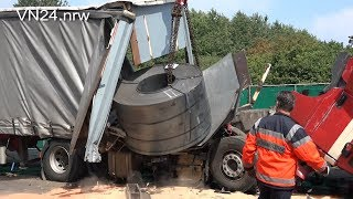 07.12.2018 - VN24 - 16-ton steel coil breaks through bulkhead in rear-end collision on the A2