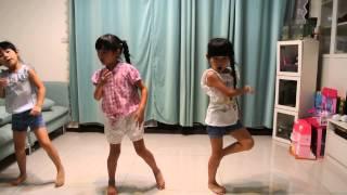 左左右右和好朋友一起自學舞蹈:T F boys