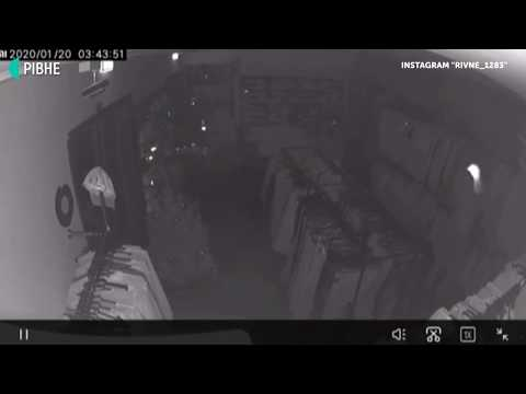 Суспільне Рівне: Камера зняла, як обкрадають магазин у центрі Рівного