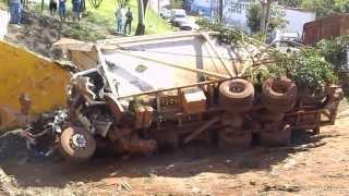 Acidente com Treminhão Canavieiro em Ourinhos thumbnail