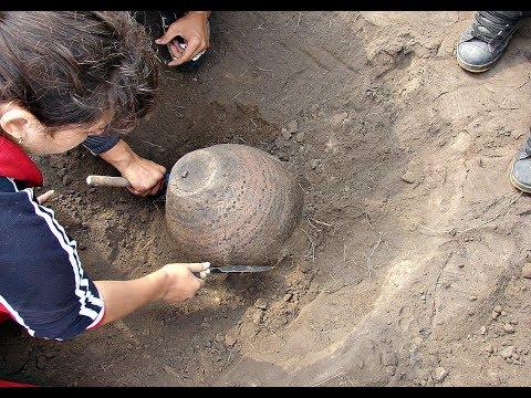 Экскаваторщик офигел когда наткнулся на клад Last huge treasure trove in the USSR