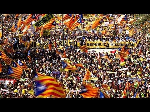 Manifestación multitudinaria en Barcelona por la libertad de los políticos encarcelados