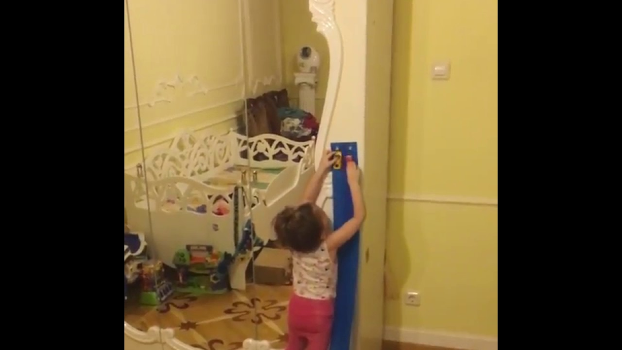 Распаковываем игрушки для детей Машинки и Гонки Набор машинок .