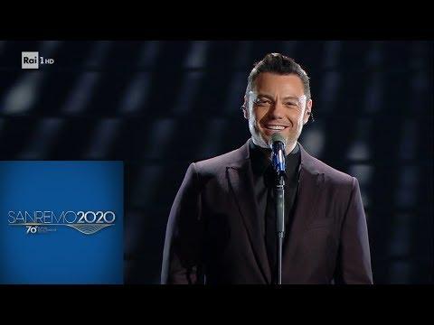 Sanremo 2020 - Tiziano Ferro canta 'Almeno tu nell'universo'