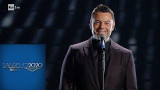 """Sanremo 2020 - Tiziano Ferro canta """"Almeno tu nell'universo"""""""