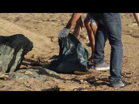 Nettoyage de plage Surfider Foundation x Surf Session : la vidéo