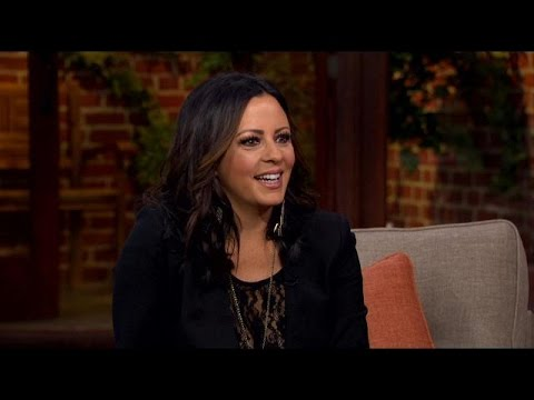 Sara Evans Talks Juggling Being an Artist and a Mother