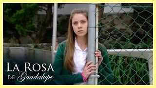 La Rosa de Guadalupe: Elisa se niega a tener amigos en su nueva escuela   Algo raro tiene Elisa