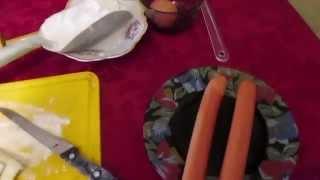 Сосиска в слоеном тесте. Бюджетно и вкусно. // Олег Карп(120 г слоеного теста, 4 сосиски, 1 яйцо, растительное масло. Слоеное тесто раскатать очень тонко и нарезать..., 2015-04-23T05:47:08.000Z)