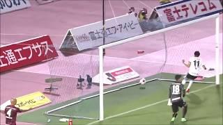 川崎Fが連動したパスワークで左サイドを攻略すると、速いクロスを小林 ...