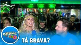 """Baixar Lívia Andrade """"perde equipe"""" e demonstra nervosismo antes de desfile"""
