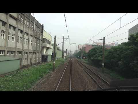 台鐵  111次  TEMU2000普悠瑪號 鳳鳴.建國東路平交道間  3位民眾違規穿越軌道 列車緊急煞車制韌