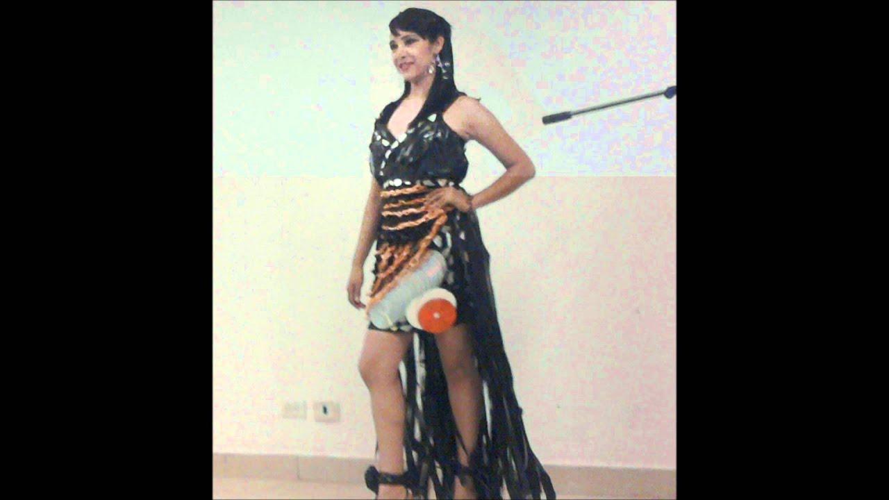 Concurso de vestidos con material reciclado.wmv - YouTube